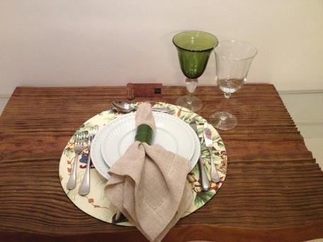 mesa com cartão de lugar