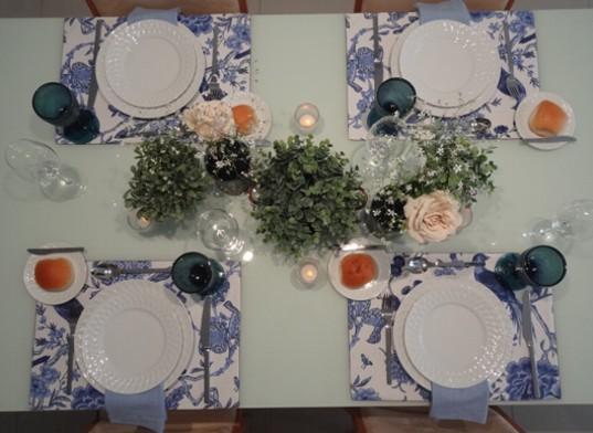Mesa Azul e branco